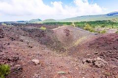 Sikt av den gamla krater av den Etna monteringen i Sicilien Royaltyfri Foto
