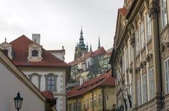 Sikt av den gamla Prague slotten Royaltyfri Foto