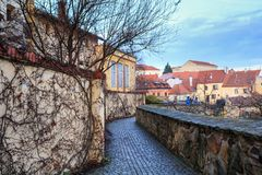 Sikt av den gamla staden från observationsdäcket Znojmo Tjeckien royaltyfri bild