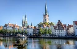 Sikt av den gamla staden av den Luebeck staden royaltyfri bild
