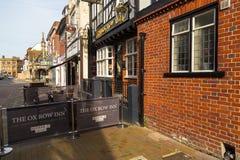 Sikt av den gamla staden av Salisbury, UK arkivfoto