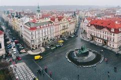Sikt av den gamla stadfyrkanten i Prague Royaltyfria Foton