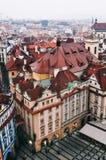 Sikt av den gamla stadfyrkanten i Prague Arkivbilder