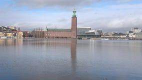 Sikt av den gamla Stockholms stadshusen, marsdag sweden arkivfilmer