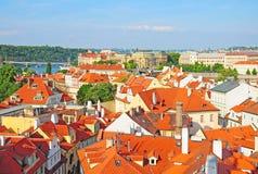 Sikt av den gammala townen Prague, tjeck Arkivfoto