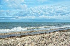 Sikt av den Gardiners fjärden från den Orient stranddelstatsparken, Long Island, arkivfoto