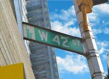 Sikt av den 42. gatan Arkivfoto