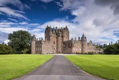 Sikt av den Glamis slotten i Skottland, Förenade kungariket arkivfoto