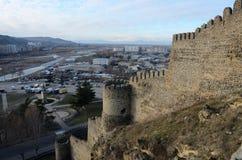 Sikt av den Gori staden från den Goristsikhe fästningen, Georgia, Kaukasus Arkivfoton