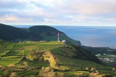 Sikt av den gröna kullen, Graciosa, Azores Royaltyfri Bild
