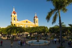 Sikt av den Granada domkyrkan och den huvudsakliga fyrkanten för stads` s i Granada, Nicaragua Arkivfoton