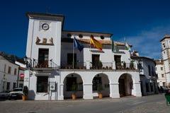Sikt av den Grazalema staden Hall Ayuntamiento arkivfoton