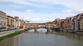 Sikt av den guld- (Ponte Vecchio) bron Arkivfoto