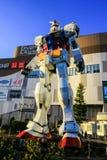 Sikt av den Gundam statyn i Tokyo, Japan arkivfoton