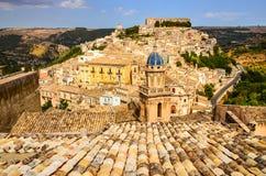 Sikt av den härliga byn Ragusa i Sicilien Royaltyfri Fotografi