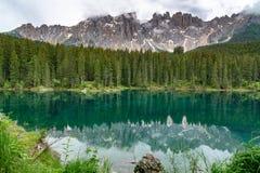 Sikt av den härliga monteringen Latemar i Dolomites royaltyfria bilder