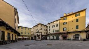 Sikt av den härliga piazzadellaen Sala i ett ögonblick av lugn, Pistoia, Tuscany, Italien royaltyfria foton