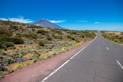 Sikt av den härliga vulkan Teide i sommar arkivfoto