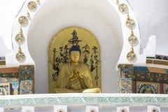 Sikt av den högväxta Shanti stupaen med härlig himmel, den stora stupaen i L Royaltyfria Bilder