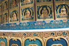 Sikt av den högväxta Shanti stupaen med härlig himmel, den stora stupaen i L Royaltyfri Foto
