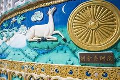 Sikt av den högväxta Shanti stupaen med härlig himmel, den stora stupaen i L Royaltyfri Bild