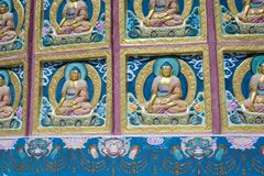 Sikt av den högväxta Shanti stupaen med härlig himmel, den stora stupaen i L Royaltyfri Fotografi