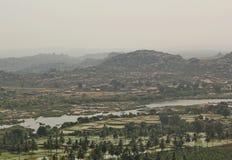 Sikt av den Hampi och Tungabhadra floden, Hampi, Indien Royaltyfria Bilder
