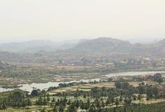 Sikt av den Hampi och Tungabhadra floden, Hampi, Indien Royaltyfri Foto