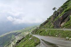 Sikt av den Himalayan bergvägen Royaltyfri Fotografi