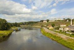 Sikt av den historiska mitten av Grodno och den Neman floden _ Arkivfoto