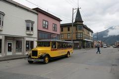 Sikt av den historiska staden av Skagway, Alaska, USA arkivfoton