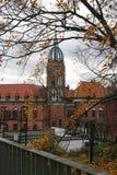 Sikt av den historiska stolpen - kontorsbyggnad, Chorzow, Polen royaltyfri fotografi