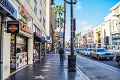 Sikt av den Hollywood boulevarden på solnedgången fotografering för bildbyråer
