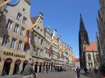 Sikt av den huvudsakliga fyrkanten i Muenster, Tyskland royaltyfria bilder