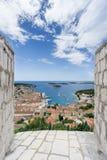 Sikt av den Hvar staden från den Spanjola fästningen Royaltyfria Bilder