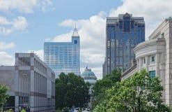 Sikt av den i stadens centrum Raleigh NC capitolen arkivbilder