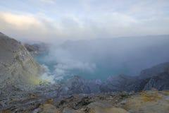 Sikt av den Ijen krater royaltyfri bild