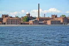 Sikt av den inga Neva och pre-försök interneringsanstalten 1 (kors) St Petersburg Royaltyfri Foto