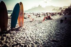 Sikt av den Ipanema stranden i aftonen, Brasilien Fotografering för Bildbyråer