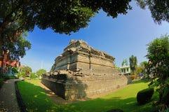 Sikt av den Jago templet bredvid trädgård Royaltyfri Foto