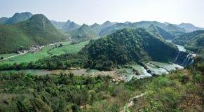 Sikt av den Jiulong vattenfallet, Yunnan, 1 Arkivfoto