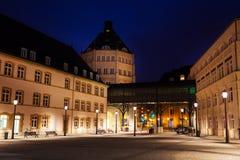 Sikt av den judiciella staden i Luxembourg på natten Royaltyfri Foto