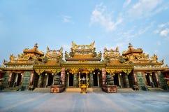 Sikt av den kinesiska templet för solnedgång i Bangkok, Thailand. Royaltyfria Bilder