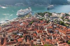Sikt av den Kotor fjärden från över Arkivbild