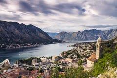 Sikt av den Kotor fjärden Montenegro Balkans arkivfoton