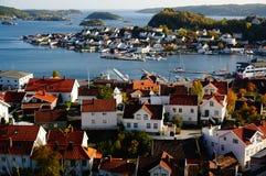 Sikt av den Kragero staden och fjorden, Norge Royaltyfri Fotografi