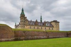 Sikt av den Kronborg slotten och defensiva väggar, Danmark royaltyfria bilder