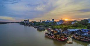 Sikt av den Kuantan staden, Kuantan, Pahang Malaysia på skymning Fotografering för Bildbyråer