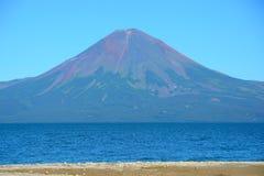 Sikt av den Kuril vulkan Arkivbilder