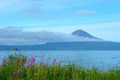 Sikt av den Kuril vulkan Arkivfoton